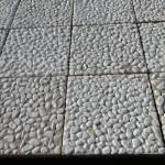 Плочи 30/30/3 с отркит бял и объл мраморен камък