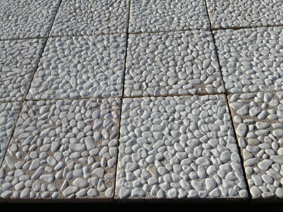 Плочи 30/30/3 с открит бял и объл мраморен камък