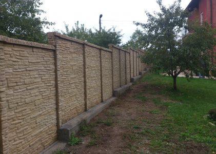 Декоративна ограда с две лица